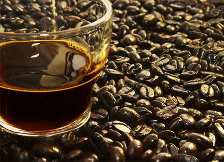 שתיית קפה כחלק מלימוד השפה הערבית